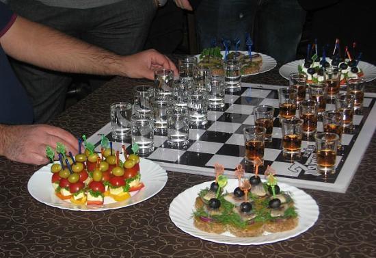 """10 игр и развлечений для компании, игра """"Пьяные шашки"""""""